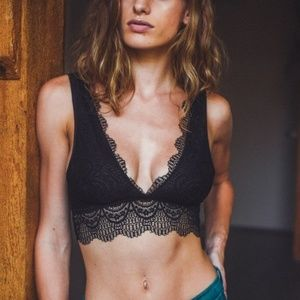 Other - 🔃🆕 Date Night - Black Plunge Lace Bralette